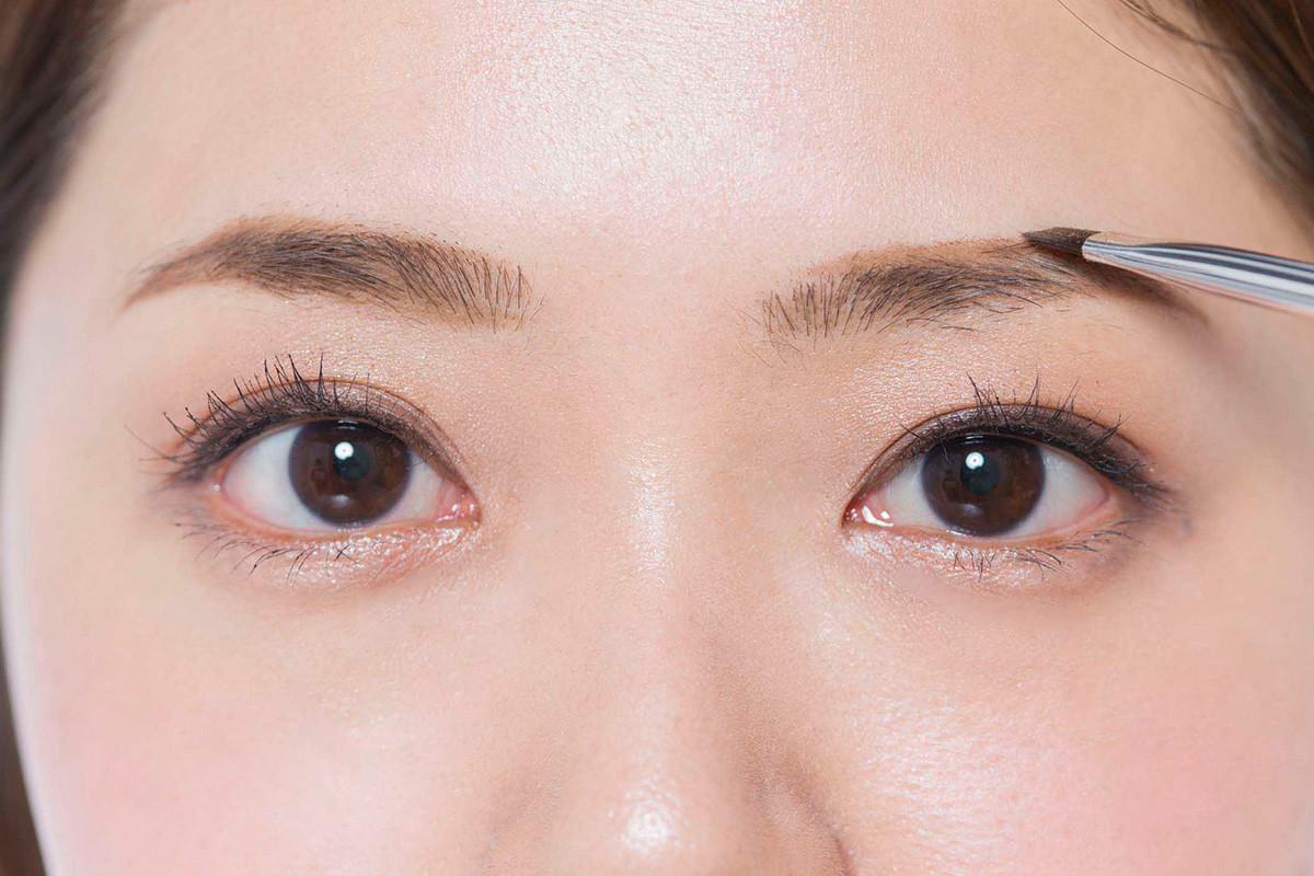 【トレンド眉メイク】左右非対称なガタガタ眉の「描きました感」を払拭するナチュラル眉メイク5