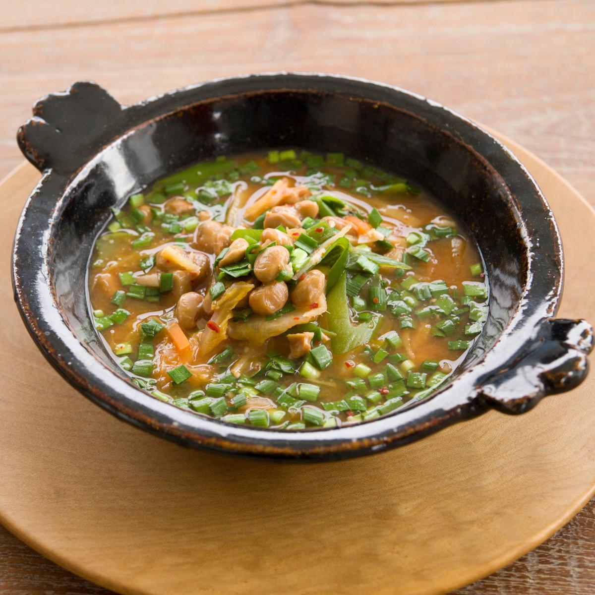 【ダイエットにもおすすめの食事やメニューは? Atsushi流レシピ】_納豆+味噌「納豆キムチ味噌チゲ」
