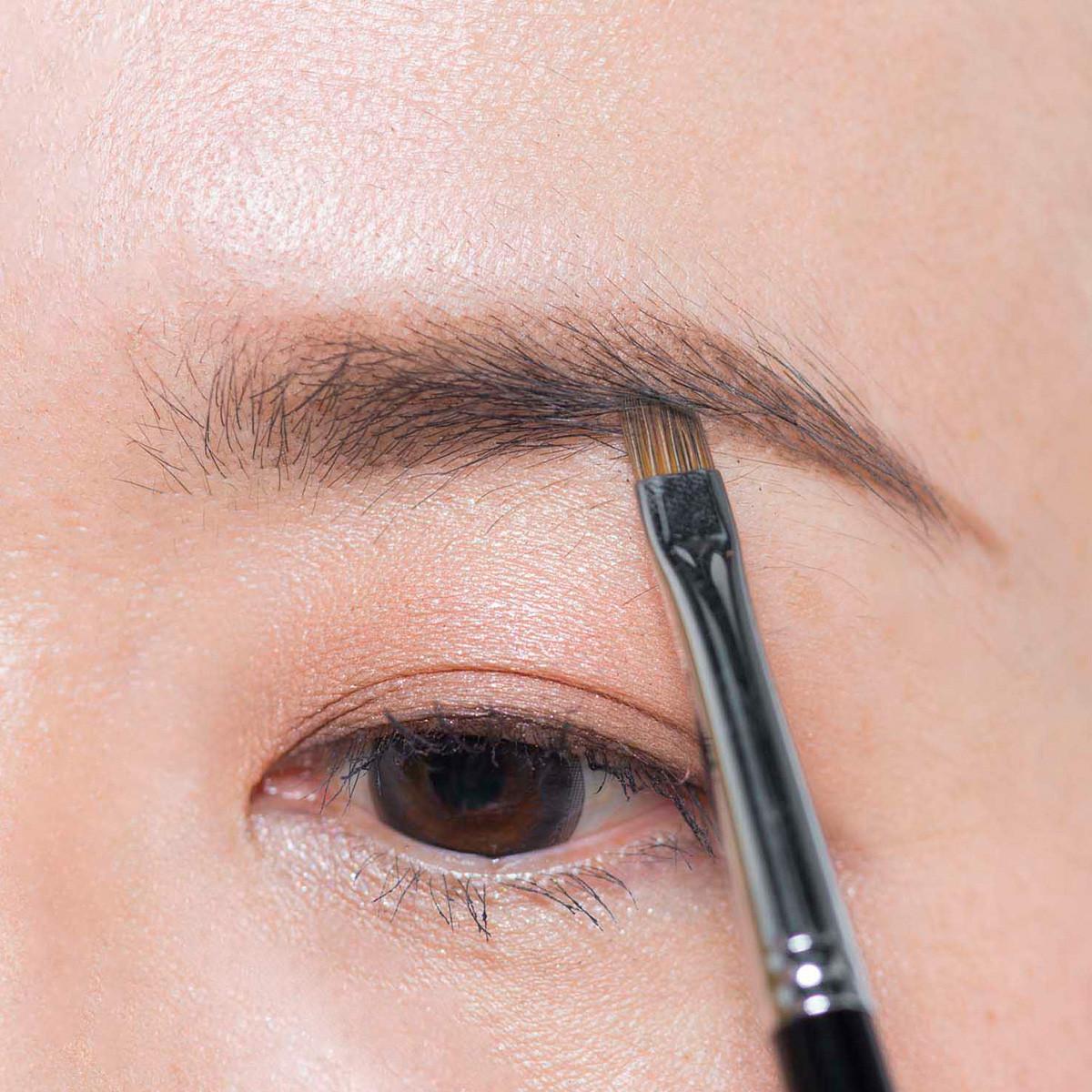 【トレンド眉メイク】フェイスラインまですっきり見せる眉メイクテク5