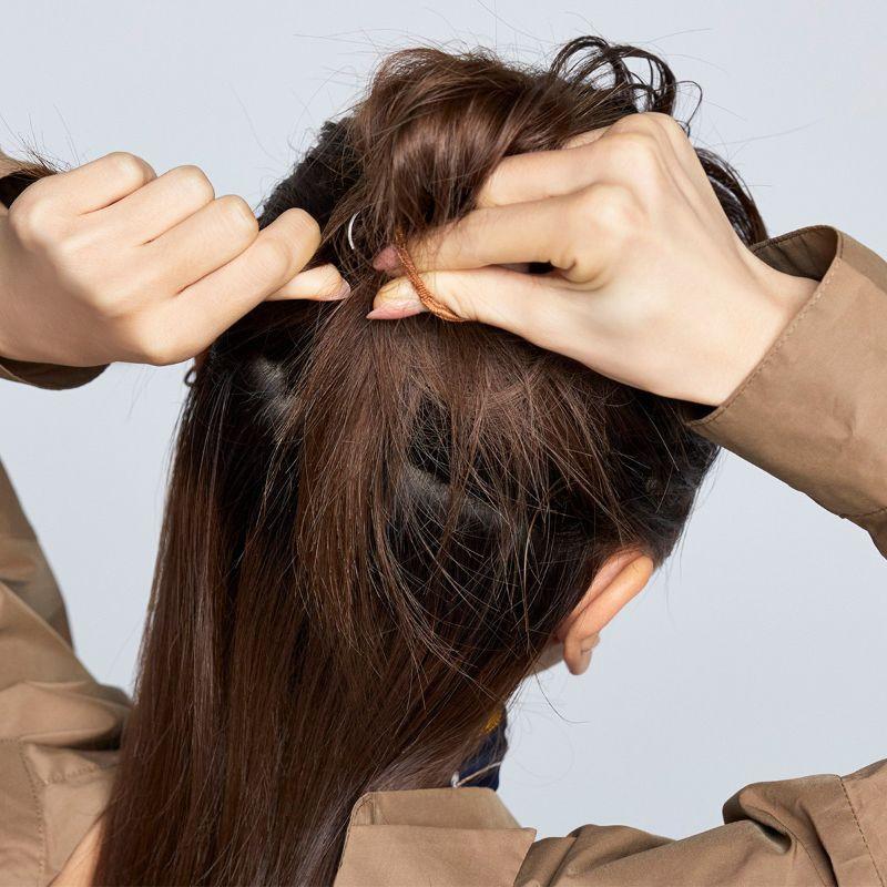 【ヘアカタログ | 髪型別・前髪ありのおすすめヘアアレンジまとめ】定番なのにあか抜けて見える! ハーフアップお団子_4
