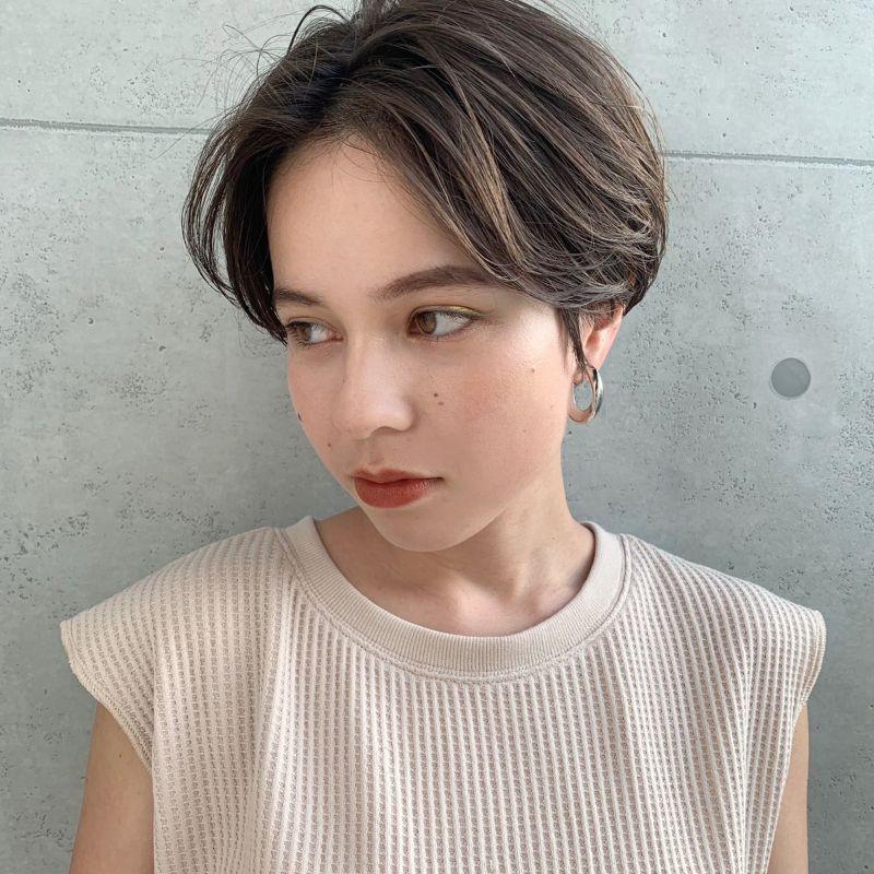 【2020年春夏におすすめのヘアスタイル】ショートヘア_ハンサムで色っぽい、夏におすすめの涼しげショートヘア_1
