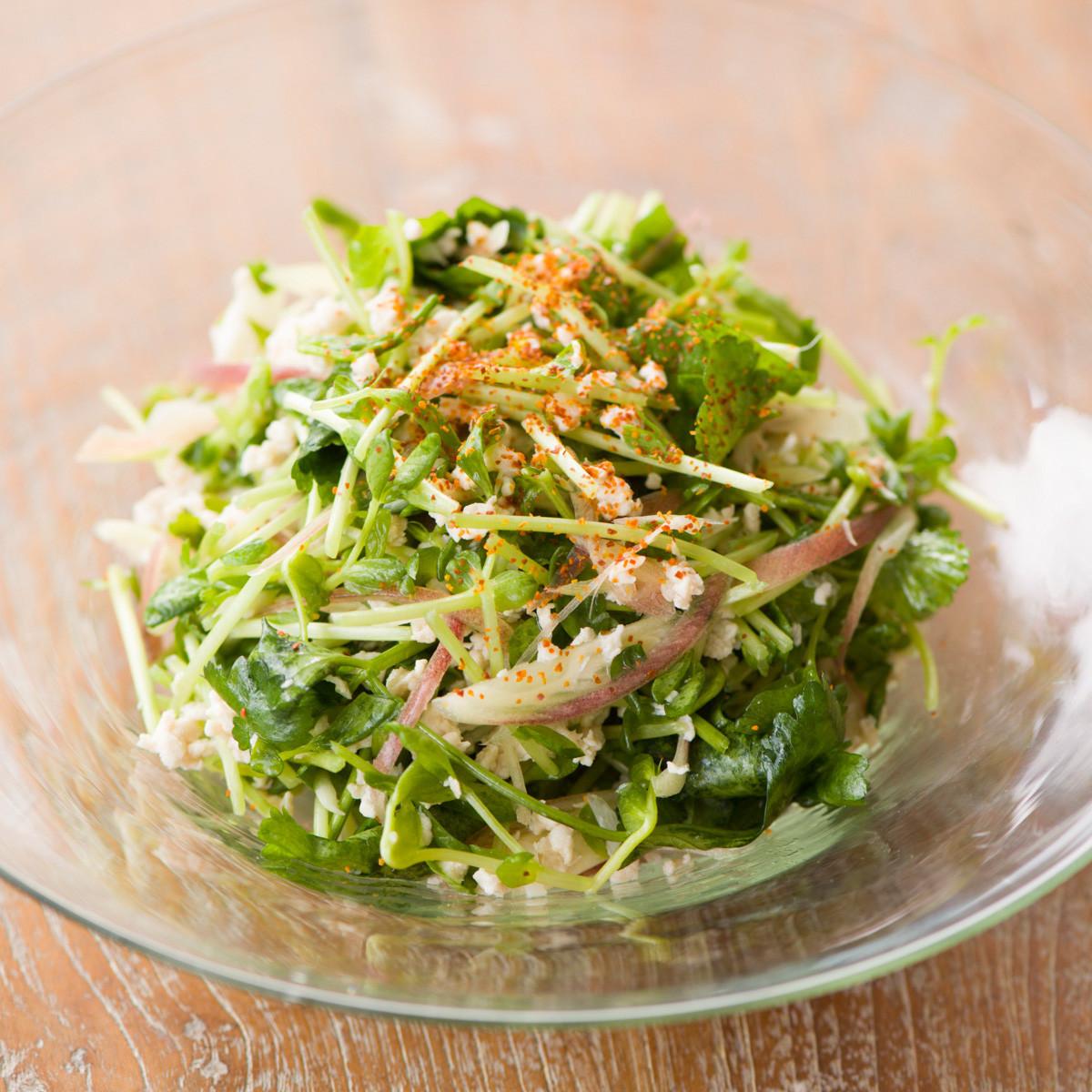 【ダイエットにもおすすめの食事やメニューは? Atsushi流レシピ】_豆苗+オイル「豆苗と鶏ひき肉のエスニックサラダ」