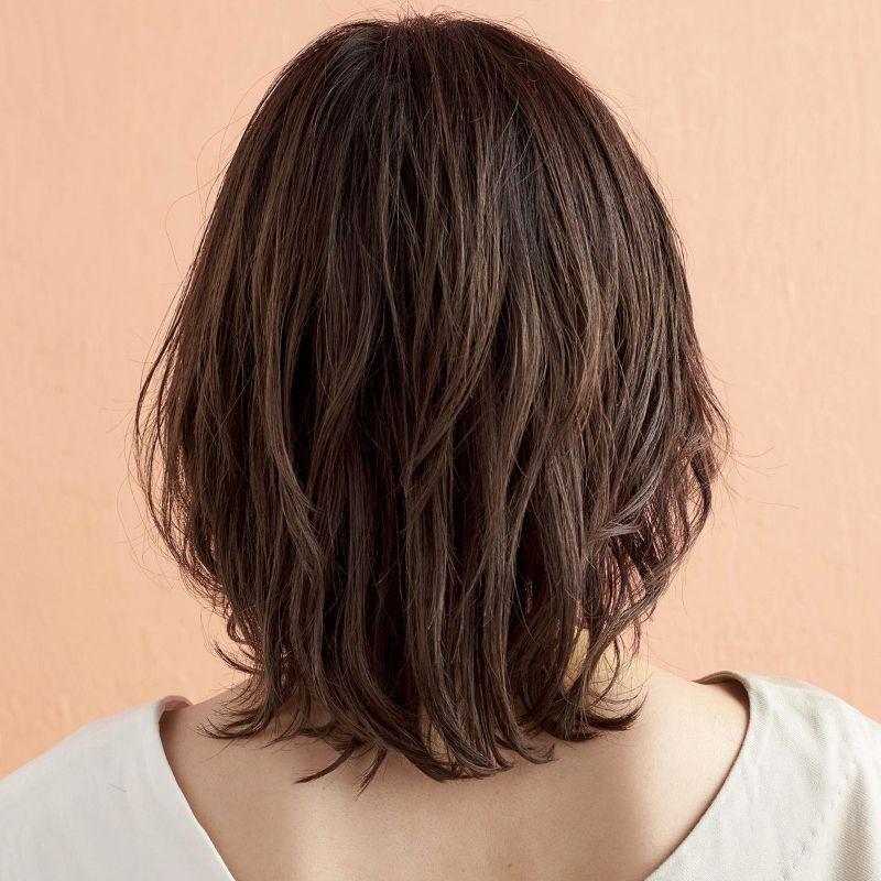 【2020年春夏におすすめのヘアスタイル】ミディアムヘア_人気のトパーズカラー×ハイライトで仕上げる、最旬スウィングミディ_2