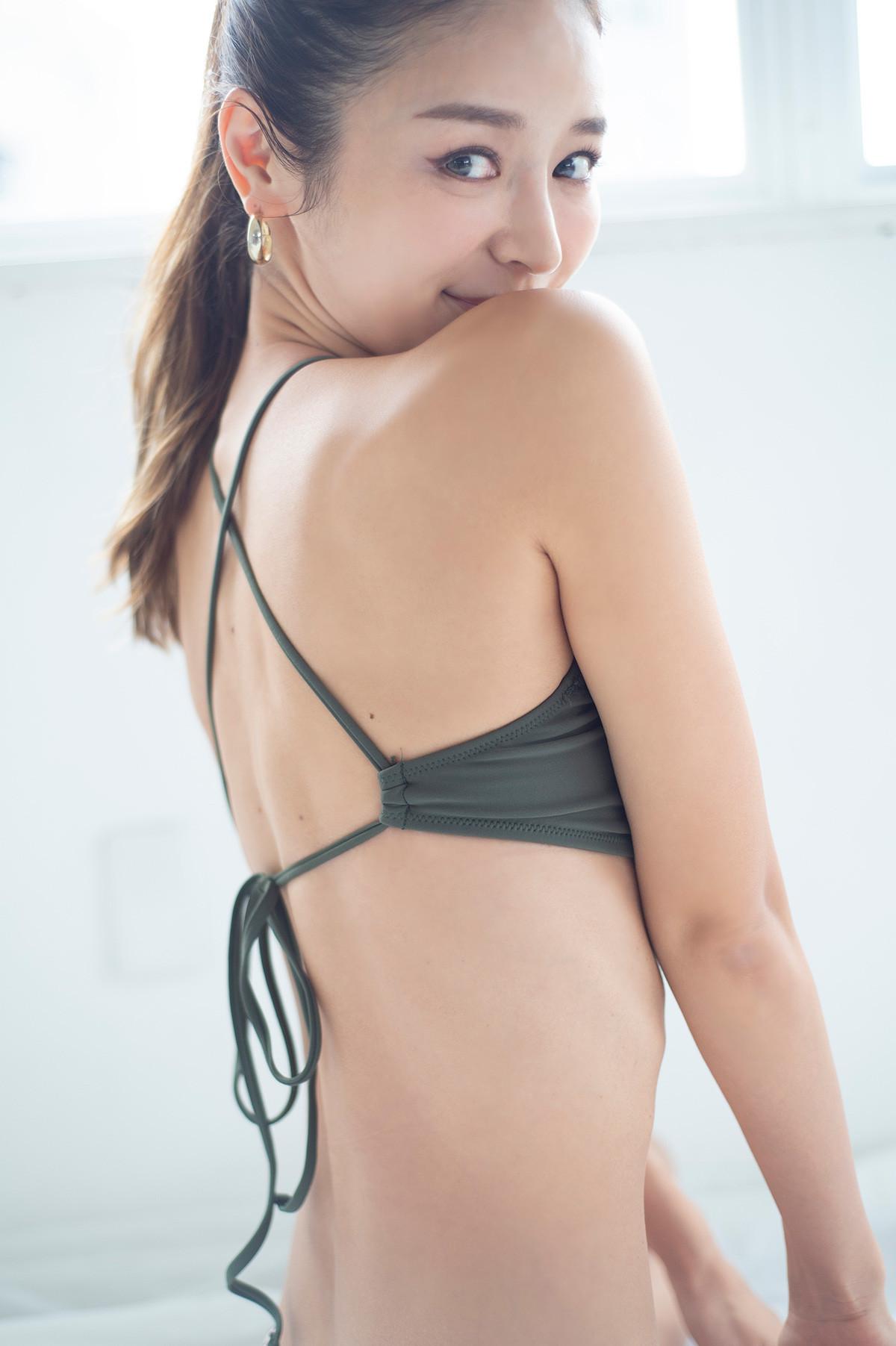 【女性向け・背中の筋肉をほぐす筋トレやストレッチ】加治ひとみ流、背中のスタイルアップ方法_1