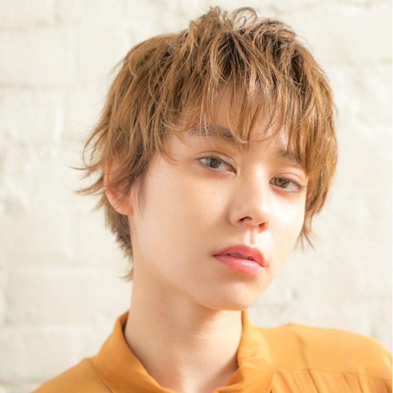 【ヘアカタログ | 髪型別・前髪ありのおすすめヘアアレンジまとめ】ショート_ふんわり&タイトが新しい、ハイトーン仕上げのワンカールショート2