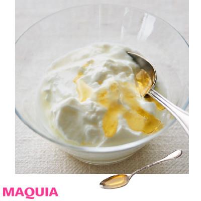 【インナービューティー | 食事やドリンク、サプリなどダイエットにもおすすめのインナーケアとその効果は?】_アマニ油やえごま油はスプーン1杯をちょい足しすればOK! ヨーグルト