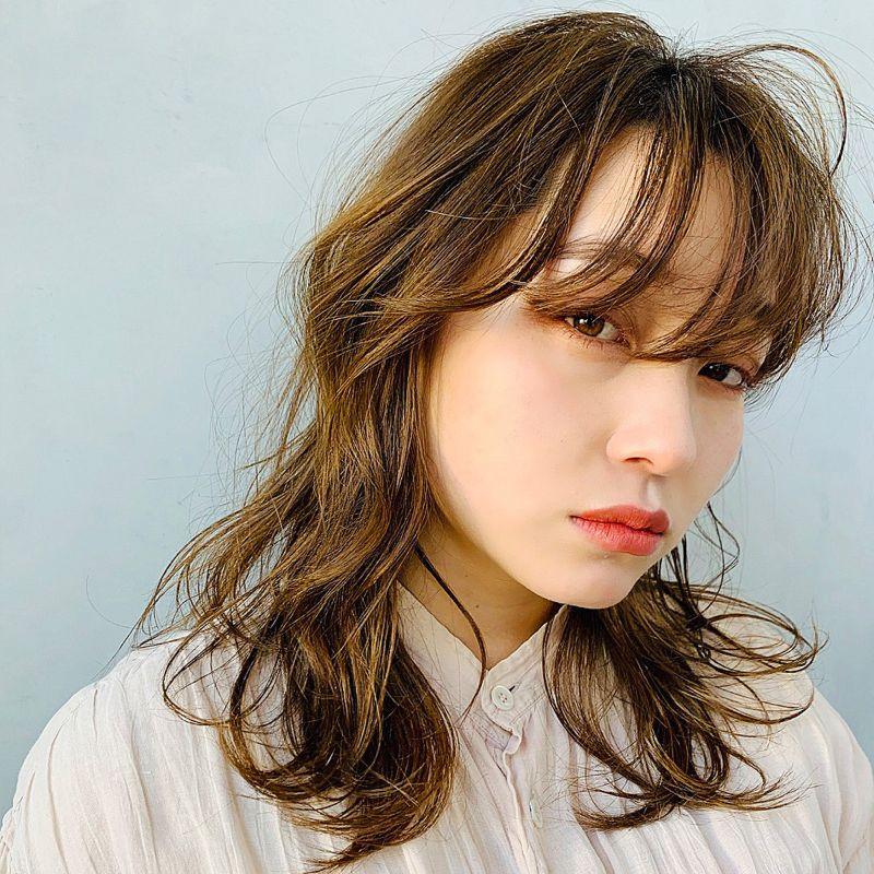 【ヘアカタログ | 髪型別・前髪ありのおすすめヘアアレンジまとめ】ロング_色っぽラフな質感がNEW! おしゃれクールなヌーディウェーブ