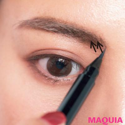 【長井かおりさんのメイクテク | アイシャドウ、チーク、リキッドファンデーションの使い方】眉頭と鼻先には影を、小鼻脇には光を足す_1