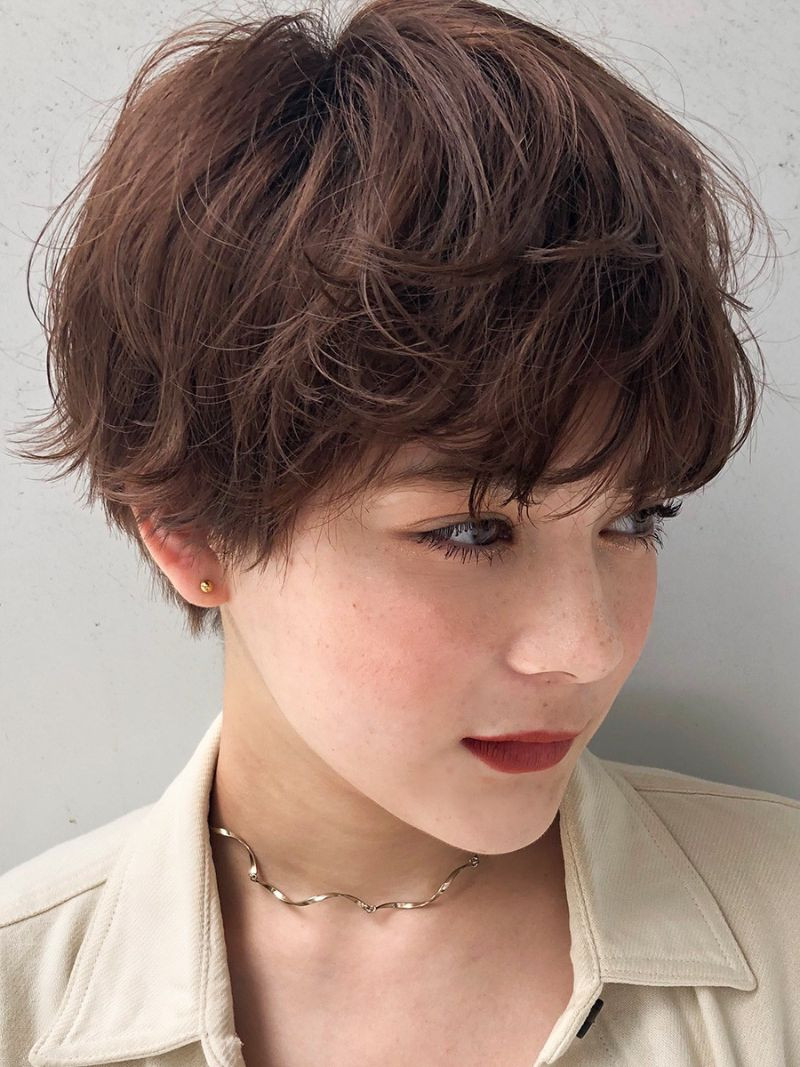 【2020年春夏におすすめのヘアスタイル】ショートヘア_甘めにもクールにも表情が変わる、スタイリング自在のマッシュショート_2