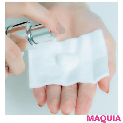 【スキンケアの使い分け方 | 朝と夜、肌タイプ別etc. おすすめのスキンケアをプロが伝授!】丁寧にコットンづけ。乳液の後に化粧水を_