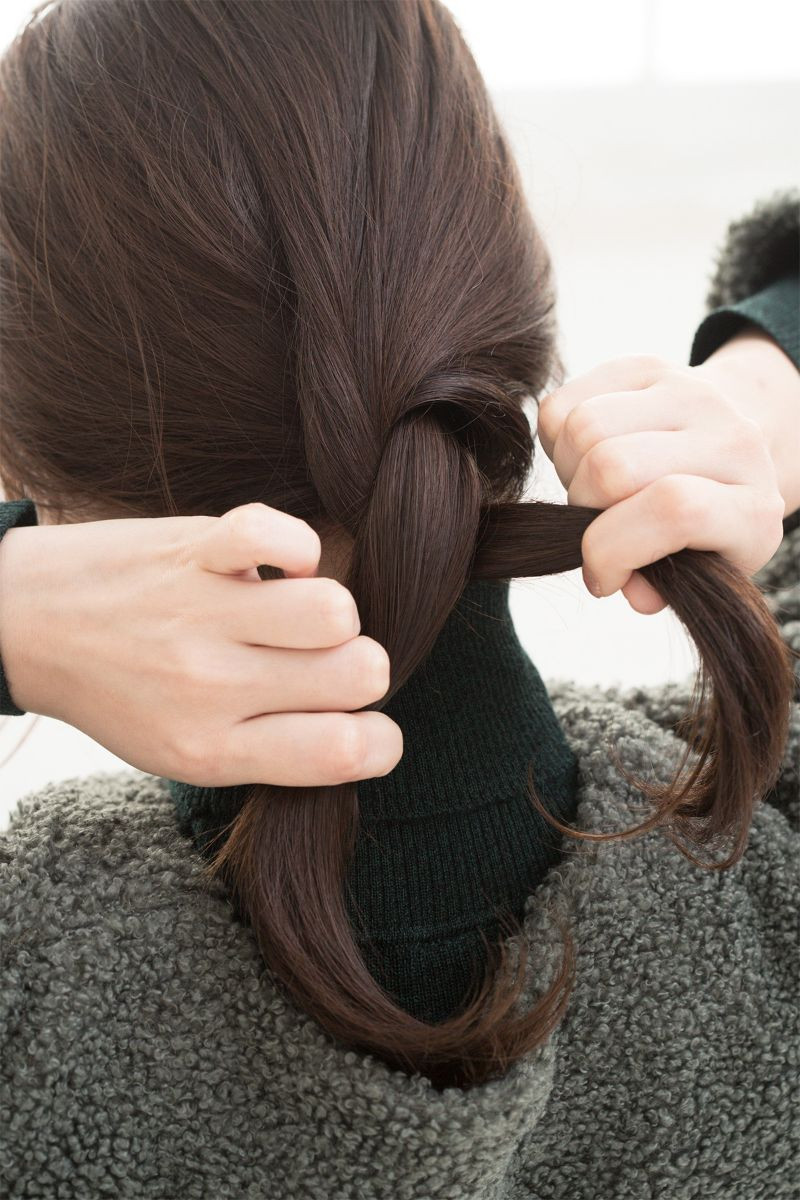 【ヘアカタログ | 髪型別・前髪ありのおすすめヘアアレンジまとめ】ねじりツイストで、上級カジュアルスタイル_3