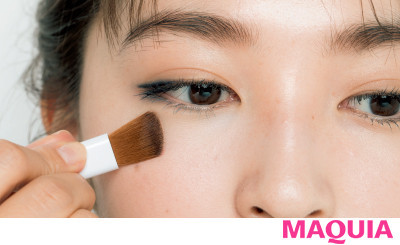 【長井かおりさんのメイクテク | アイシャドウ、チーク、リキッドファンデーションの使い方】効くBASE:肌のアラを全てリセットするグリーンコンシーラー_1