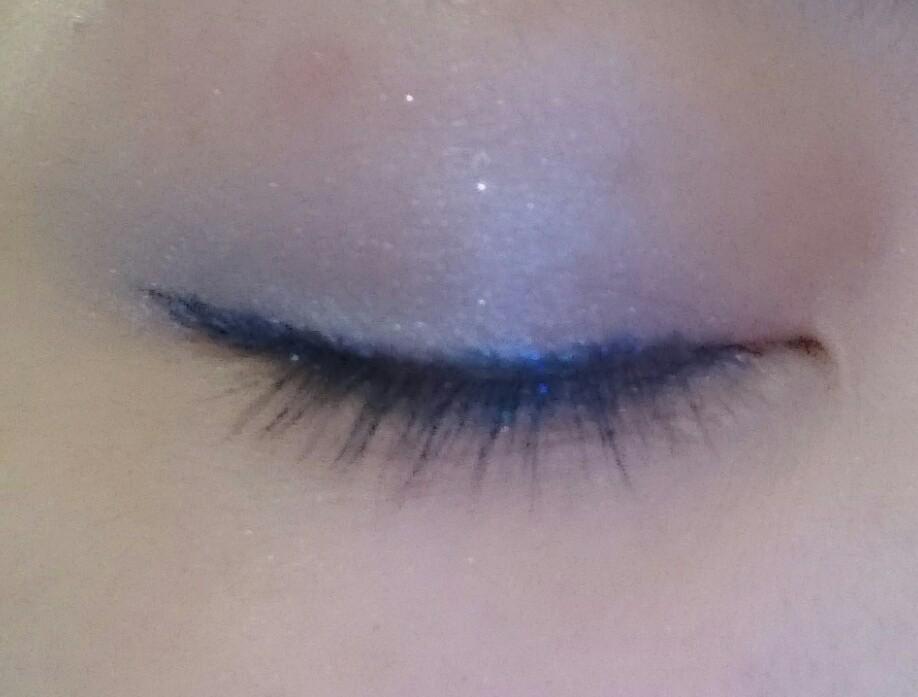 夏はブルーのアイシャドウで目もとから涼しげに華やかに♪