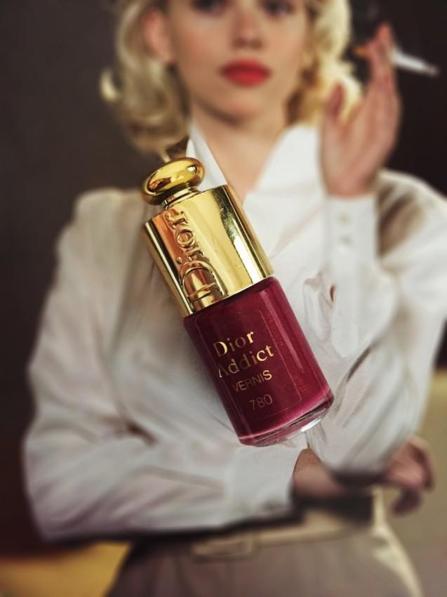 ワインレッドのネイル Dior Addict vernis 780