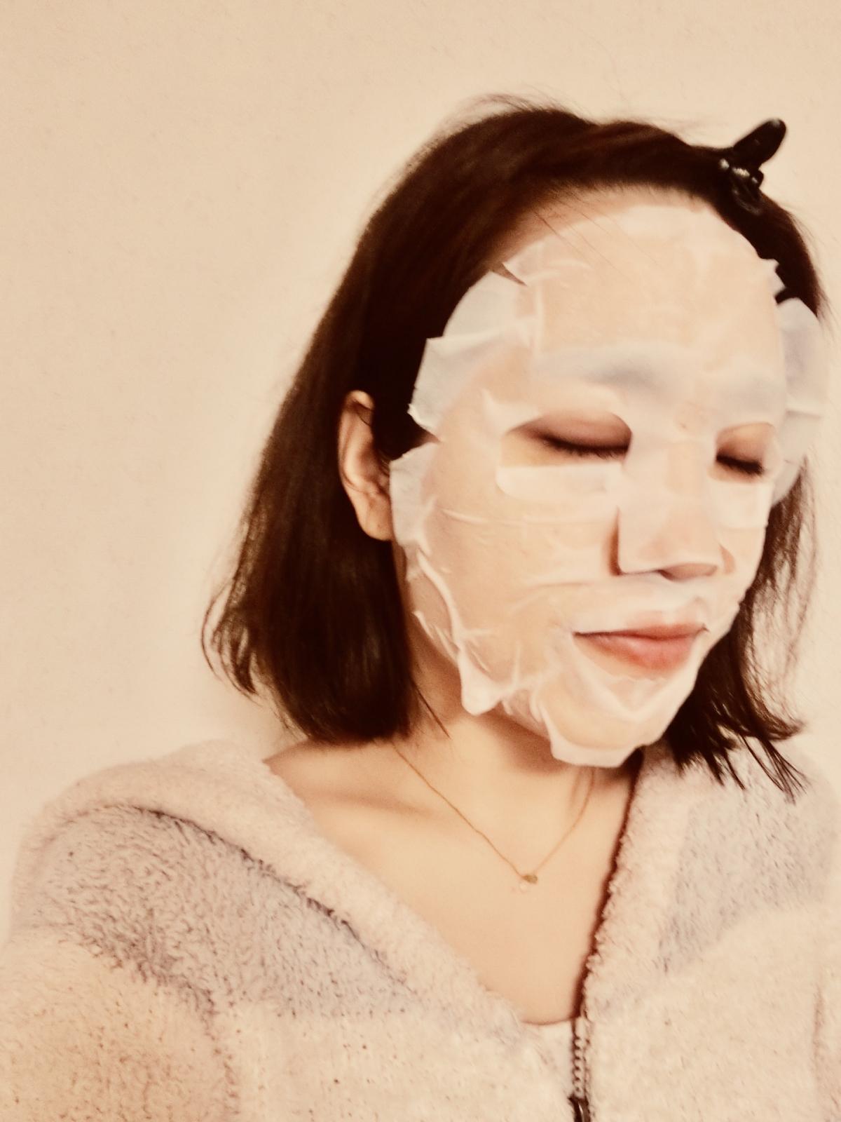 究極のオールインワン!洗顔から化粧下地まで叶うシートマスクって??