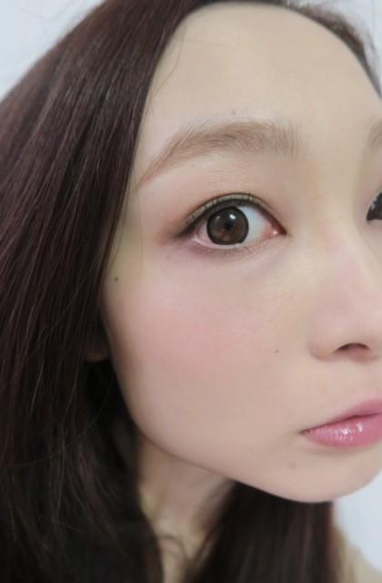 カーキにピンクをプラス♡辛すぎない「甘×辛eye」♡