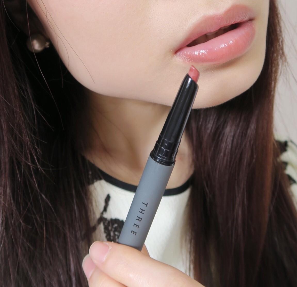 唇を理想のカタチに整え、色も自然に補正してくれるリップペンシル☆
