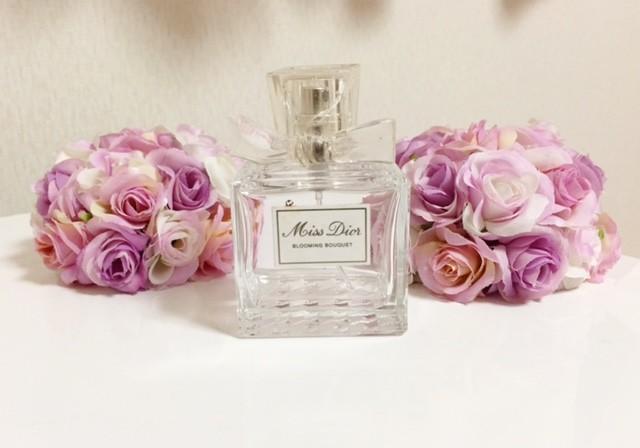 小花をいっぱい抱きかかえたような香り