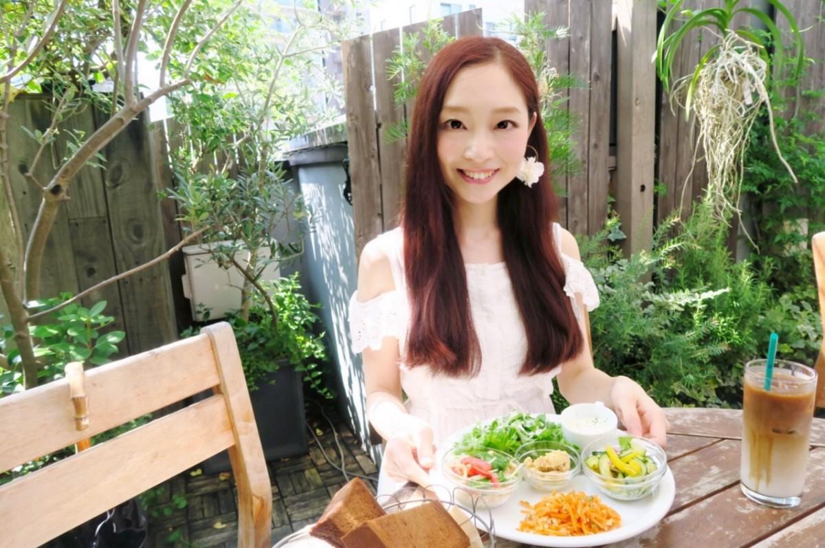 緑とお花いっぱいの素敵カフェで野菜づくしのランチ♪